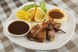 Chicken served with mashed potatos and gravyの写真素材 [FYI00651403]