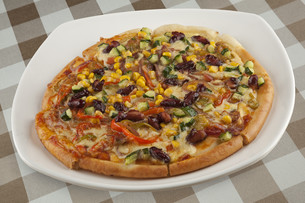 A delicious Four Season Pizza made of all vegetableの写真素材 [FYI00651411]