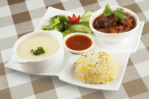 Delicious Beef Stew with soup and rice.の写真素材 [FYI00651417]