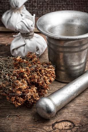 ancient healing recipe of herbsの写真素材 [FYI00651554]