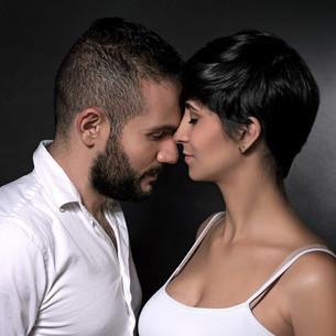 Gentle loving coupleの写真素材 [FYI00651570]