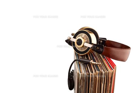 Headphones and vinyl records.の写真素材 [FYI00651856]