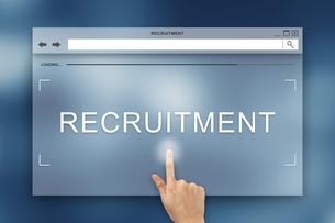 hand press on recruitment button on websiteの写真素材 [FYI00651956]