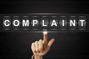 business hand clicking complaint on Flipboardの写真素材 [FYI00651961]