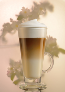 coffee latte with caramel syrup in the glass and milk frothの写真素材 [FYI00651962]
