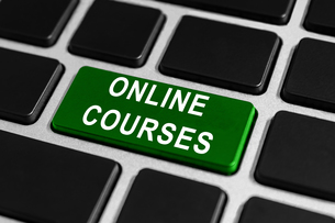 online courses button on keyboardの写真素材 [FYI00651972]