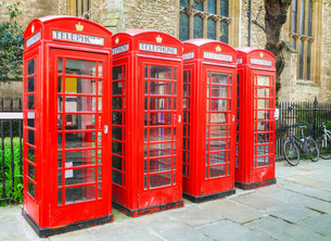 Famous red telephone booths in Londonの写真素材 [FYI00652059]