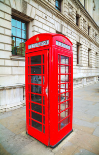 Famous red telephone booth in Londonの写真素材 [FYI00652088]