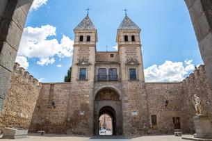 Toledo's gate Spainの写真素材 [FYI00652198]