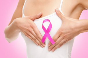 Woman with a breast cancer awareness ribbonの写真素材 [FYI00652245]