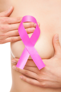 Woman with a breast cancer awareness ribbonの素材 [FYI00652248]