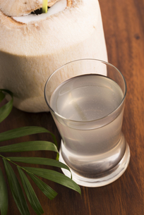 Coconut and coconut waterの写真素材 [FYI00652489]