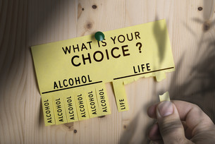 Decision Making, Stop Alcoholの写真素材 [FYI00652533]