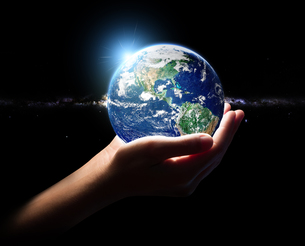 hand hold earth and in universe environment concept element finiの写真素材 [FYI00652630]
