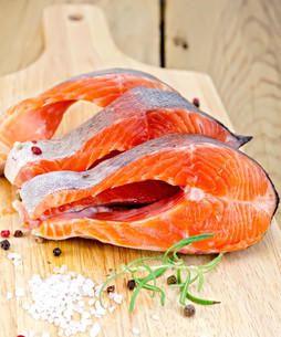 Trout on board with rosemary and saltの写真素材 [FYI00652719]