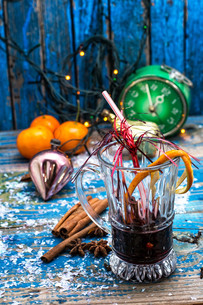 traditional winter cocktail of mulled wineの写真素材 [FYI00653174]