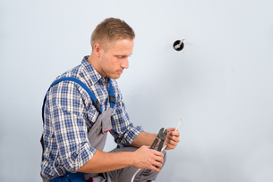 Electrician Working With Wire With Plierの写真素材 [FYI00653349]