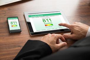 Businessman Checking Credit Scoreの写真素材 [FYI00653408]