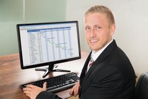Portrait Of A Happy Businessmanの写真素材 [FYI00653434]