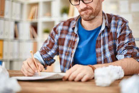 Writing down ideasの素材 [FYI00653590]