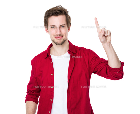 Excited man pointing a great ideaの写真素材 [FYI00653705]