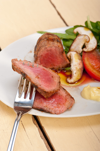 beef filet mignon grilled with vegetablesの写真素材 [FYI00653727]