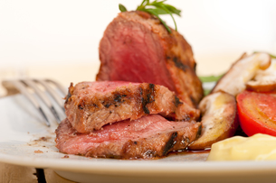 beef filet mignon grilled with vegetablesの写真素材 [FYI00653728]