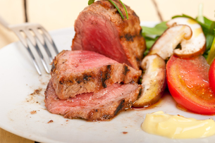 beef filet mignon grilled with vegetablesの写真素材 [FYI00653730]