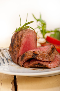 beef filet mignon grilled with vegetablesの写真素材 [FYI00653734]