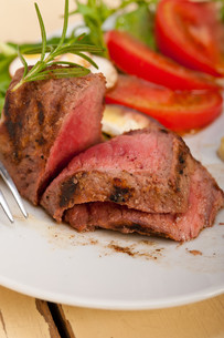 beef filet mignon grilled with vegetablesの写真素材 [FYI00653735]