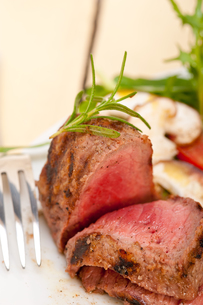 beef filet mignon grilled with vegetablesの写真素材 [FYI00653736]