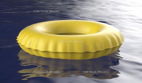 Yellow swim ringの写真素材 [FYI00653772]