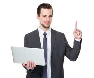 Businessman hold with laptop and finger point upの写真素材 [FYI00653791]