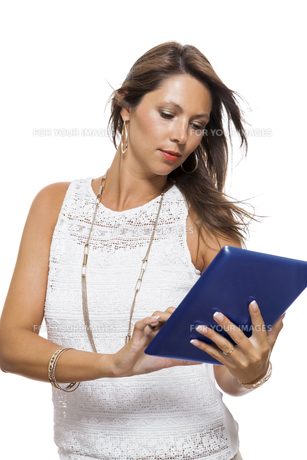 young attractive woman with tablet pc for presentation with copy spaceの写真素材 [FYI00653836]