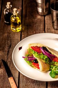 Vegetarian Pita Bread Sandwichの写真素材 [FYI00654060]
