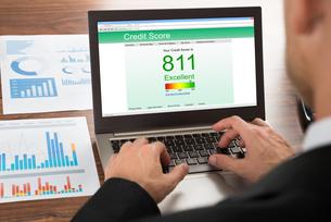 Businessman Checking Credit Scoreの写真素材 [FYI00654074]