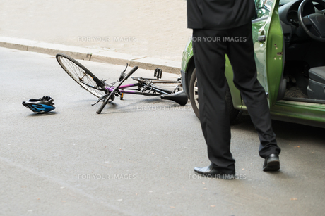 Driver After Collision With Bicycleの素材 [FYI00654121]