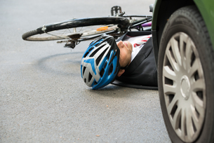 Male Cyclist After Road Accidentの写真素材 [FYI00654126]