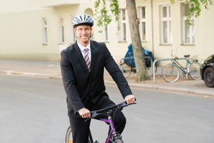 Happy Man In Suit Riding Bicycleの写真素材 [FYI00654140]