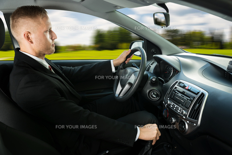 Male Driving A Carの写真素材 [FYI00654175]