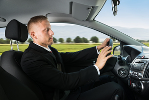 Businessman Sleeping While Driving Carの写真素材 [FYI00654187]