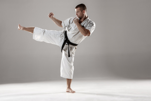 Man in white kimono training karateの素材 [FYI00654304]