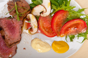 beef filet mignon grilled with vegetablesの写真素材 [FYI00654455]