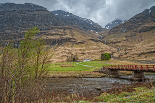 lonely house in scotlandの写真素材 [FYI00654740]