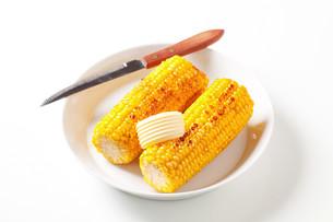 Roasted corn on the cobの写真素材 [FYI00654746]