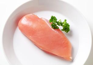 Raw chicken breastの素材 [FYI00654754]