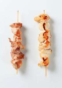 Pork and chicken skewersの写真素材 [FYI00654759]