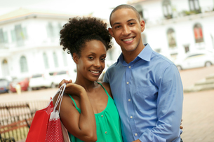 Portrait African American Couple Shopping In Panama City Smilingの写真素材 [FYI00654809]