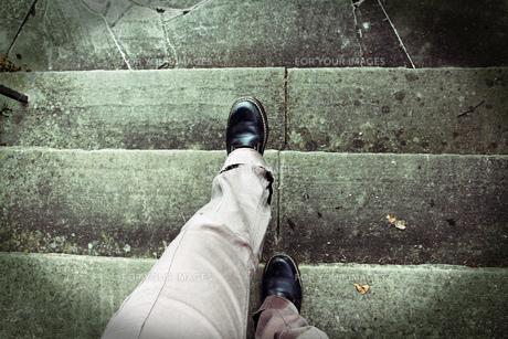 vertigo when climbing stairs. acrophobia. accident risk when climbing stairsの写真素材 [FYI00655118]