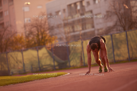 Athletic man startの素材 [FYI00655133]